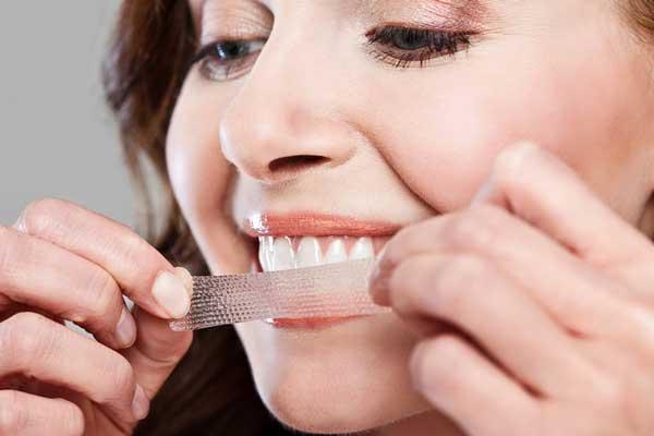 سفیدکردن دندان با نوار استریپ